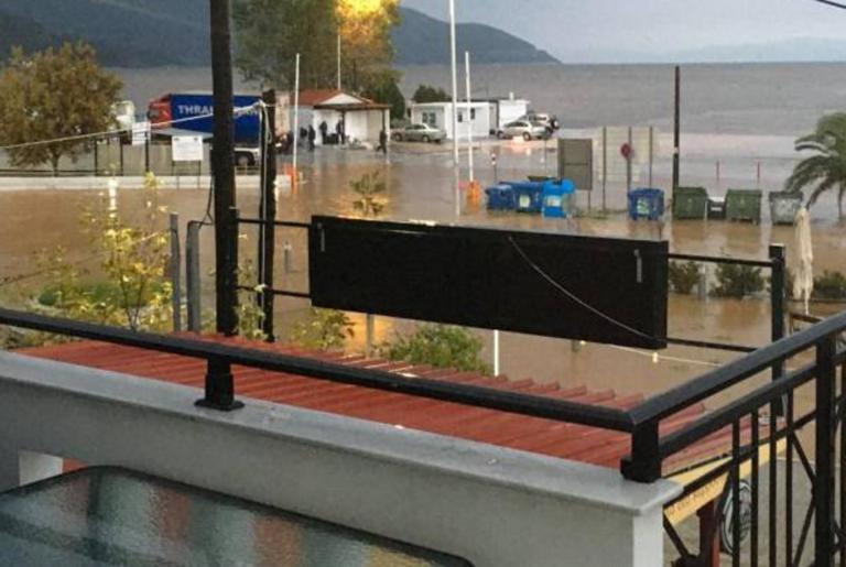 Θάσος: Πλημμύρες, κλειστά σχολεία και άνθρωποι να φεύγουν από τα σπίτια τους για να σωθούν – video