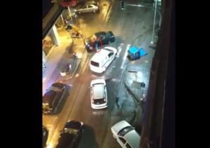 Θεσσαλονίκη: Παρέσυρε αυτοκίνητο, μηχανή και απλά… έφυγε – Η στιγμή που εγκαταλείπει το σημείο – video