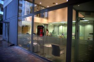 Έφοδος της Επιτροπής Ανταγωνισμού στις τράπεζες για τις χρεώσεις – Απειλούνται με βαριά πρόστιμα