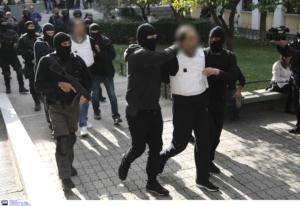 Επαναστατική Αυτόαμυνα: «Μιλάνε» τα βίντεο από ληστείες με καλάσνικοφ
