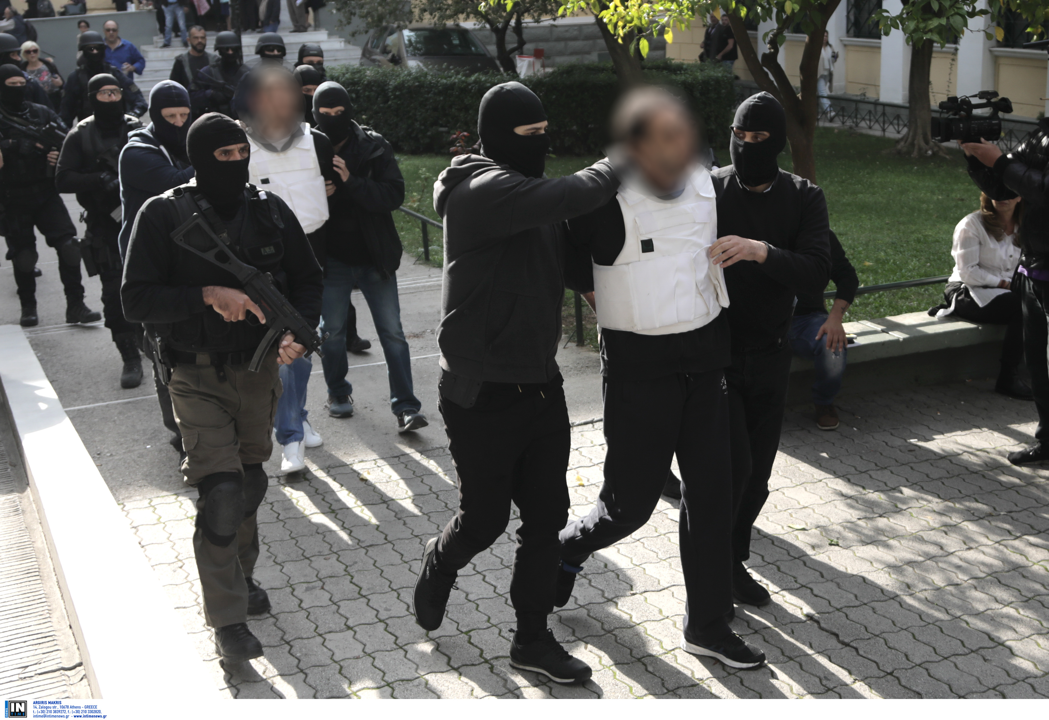 Τα βίντεο από ληστείες με καλάσνικοφ θα δείξουν τους «στρατιώτες» της Επαναστατικής Αυτοάμυνας