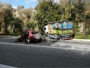 Χανιά: Υπέκυψε ο νεαρός οδηγός μετά τη σύγκρουση του αυτοκινήτου που οδηγούσε με φορτηγάκι [pics]