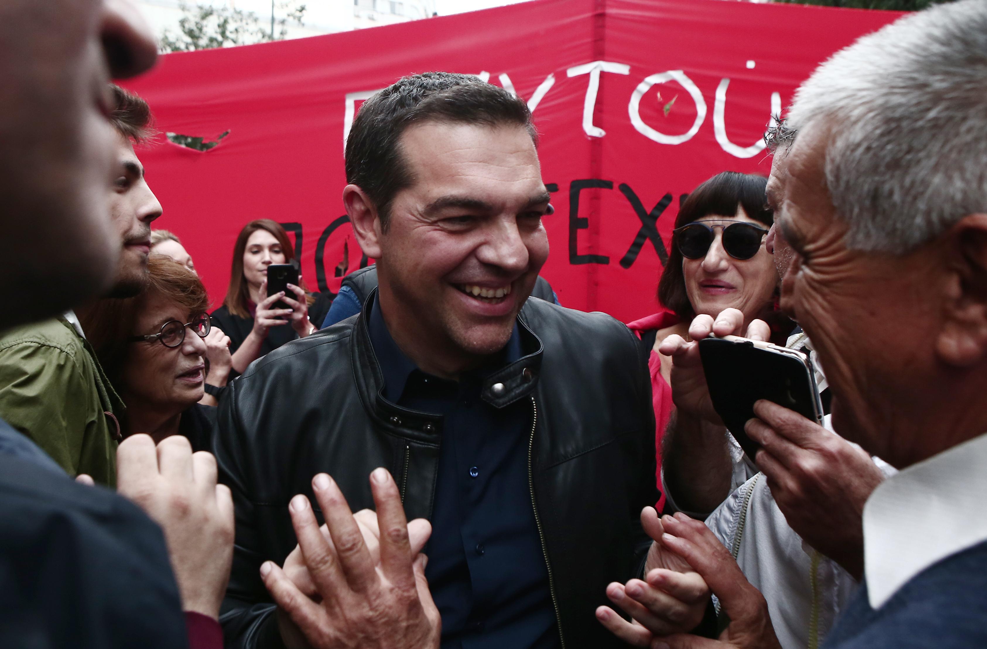 """Πολυτεχνείο: """"Πόλεμος"""" ΣΥΡΙΖΑ – ΝΔ για… τον Τσίπρα στην πορεία"""