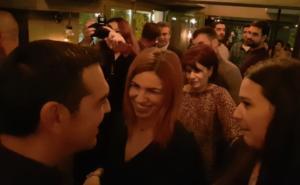 Αλέξης Τσίπρας: Χαλαρός σε… μπαρ της Κοζάνης! video