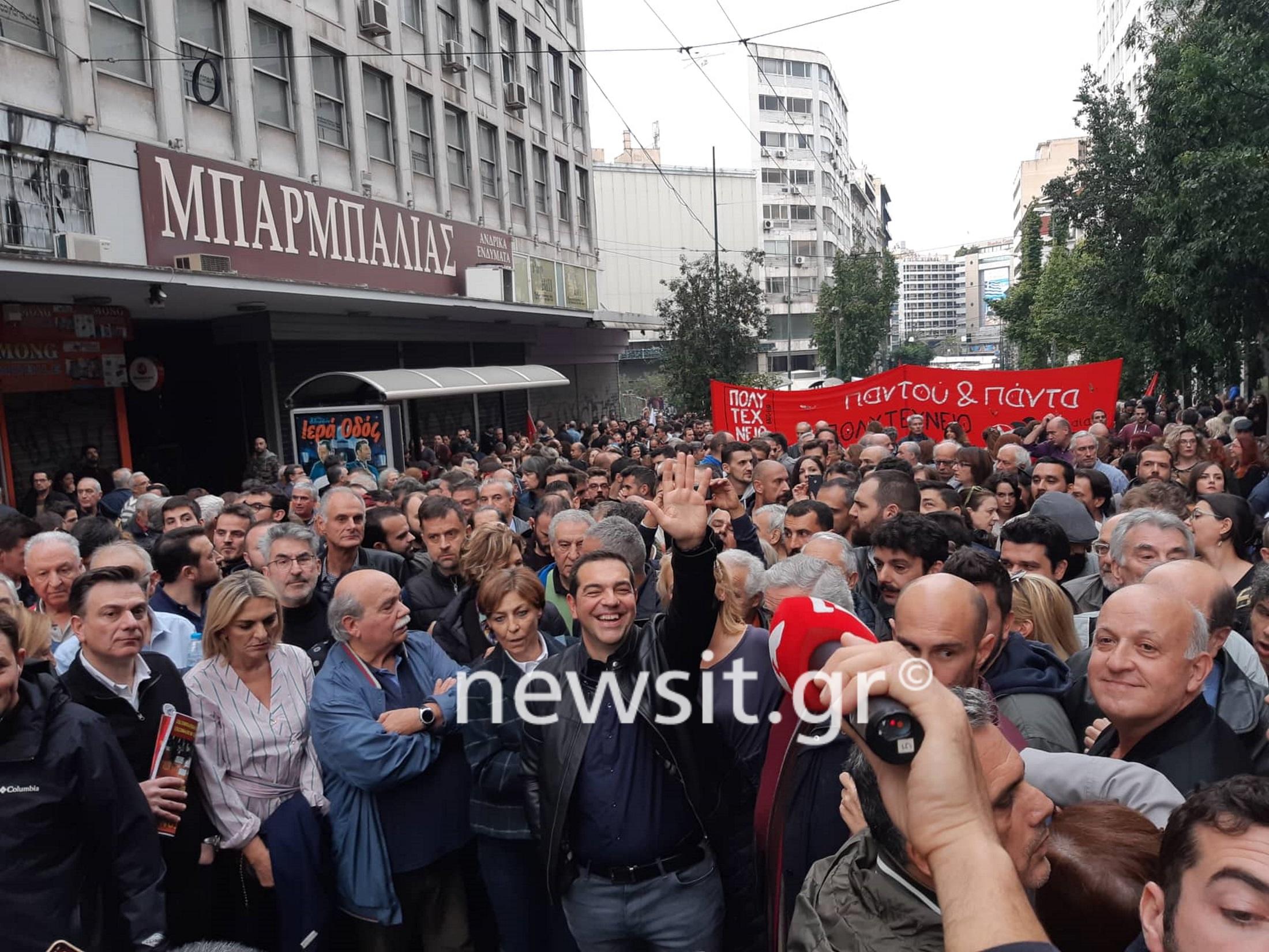 Πολυτεχνείο: Με… δερμάτινο στην πορεία ο Αλέξης Τσίπρας [pics]