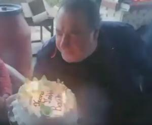 """Κοζάνη: Τα γενέθλια του Βασίλη Καρρά – """"Πού να σβήσω όλα αυτά τα κεράκια;"""" – video"""