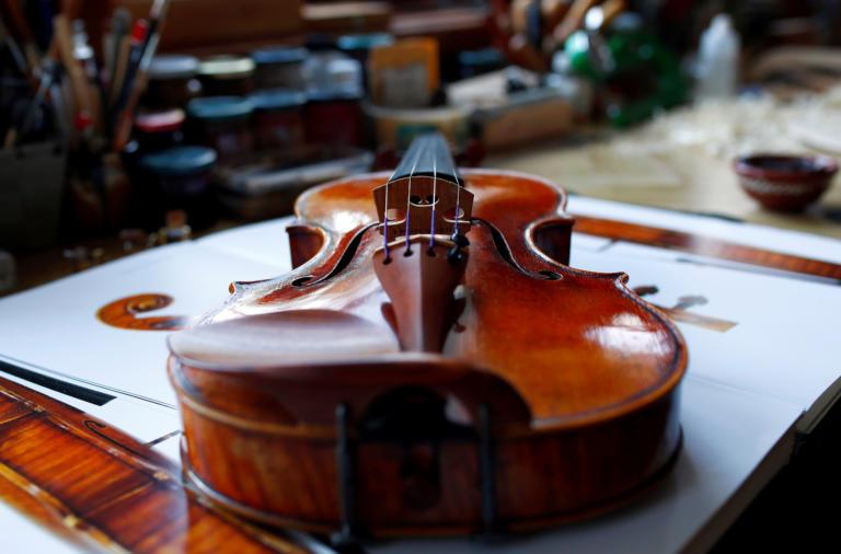 Απίστευτος! Ξέχασε ένα σπάνιο βιολί ηλικίας 310 ετών στο… βαγόνι ενός τρένου!