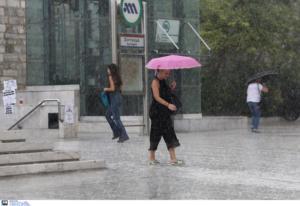 Καιρός αύριο: Βροχές και καταιγίδες και την Τρίτη – Που θα χρειαστούμε ομπρέλες