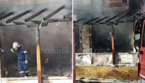 Χαλκιδική: Μεγάλη φωτιά έκανε το κατάστημα στάχτη – Αναστάτωση από τις εκρήξεις που ακούστηκαν – video