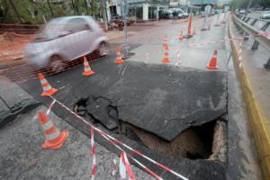 Γηρυόνης: Κλειστοί δρόμοι και κυκλοφοριακό χάος – Ποια δρομολόγια πλοίων ακυρώνονται [pics]