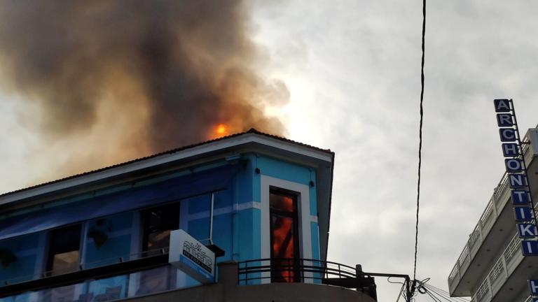 Μεγάλη φωτιά στα Χανιά – Στάχτη γνωστό κατάστημα [pics, video]