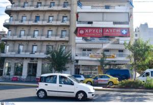 Επιτέθηκαν στα γραφεία της Χρυσής Αυγής με αυτοκίνητο… που είχαν κλέψει 2 μέρες πριν [pics]
