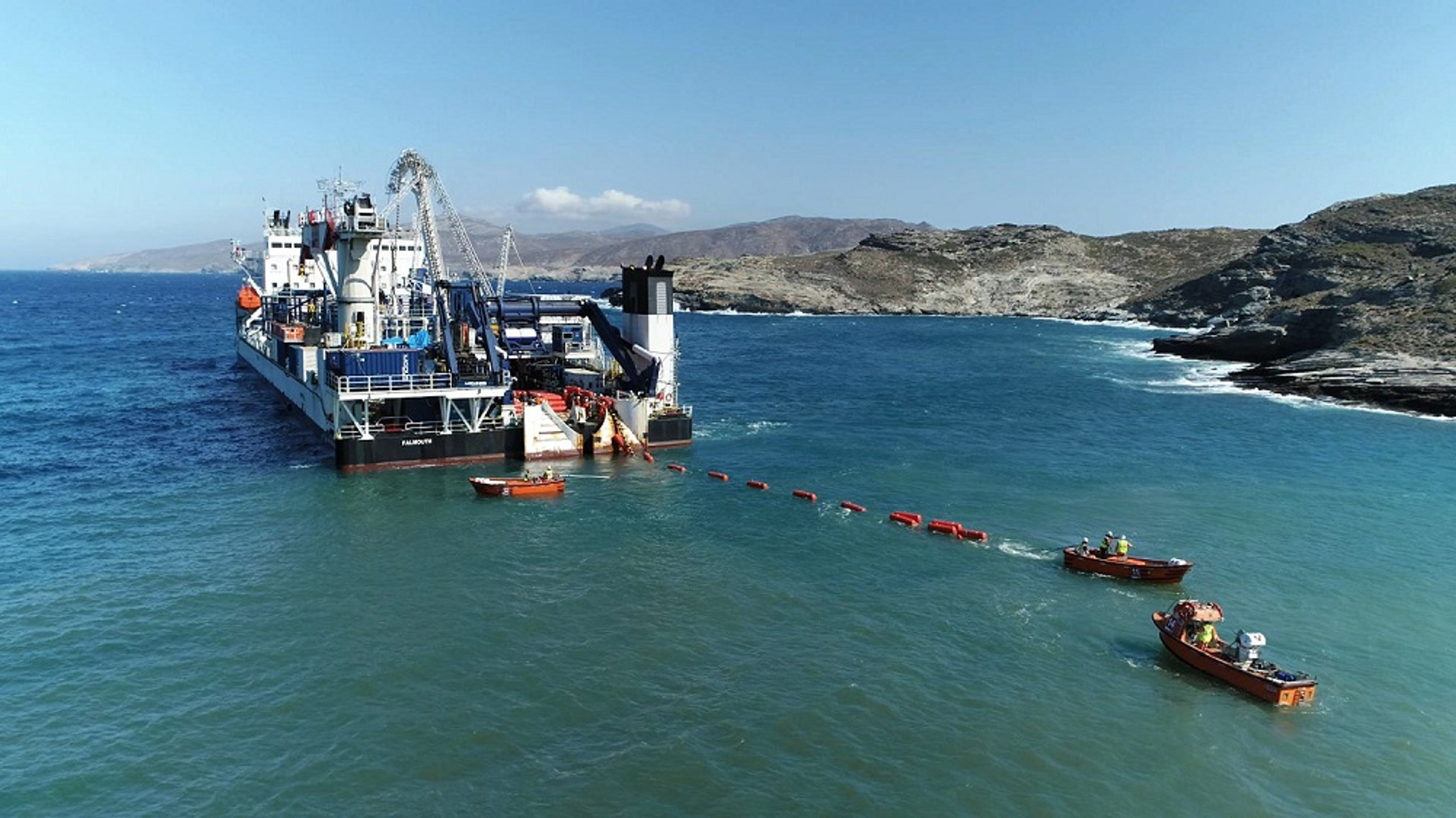 ΑΔΜΗΕ: Εντυπωσιακές εικόνες από την βύθιση υποβρύχιου καλωδίου