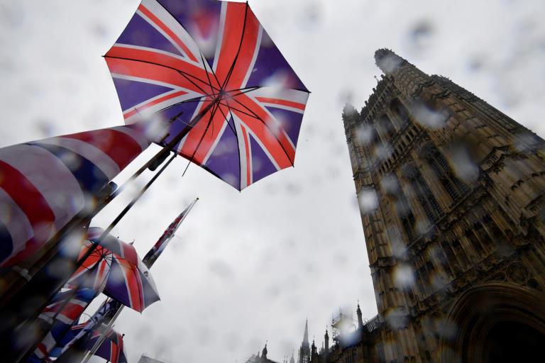 Βρετανία: Ξεπέρασε το 1 εκατ. κρούσματα  κορονοϊού – Lockdown ανακοινώνει ο Μπόρις Τζόνσον