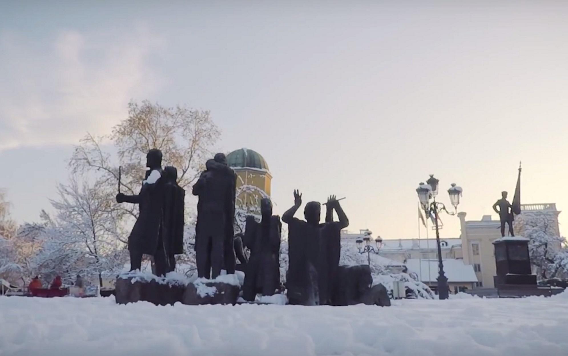 Βουλγαρία: Εντυπωσιακά γλυπτά από πάγο στο Ρούσε!