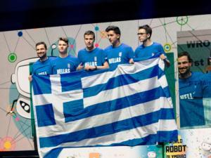 Η ελληνική σημαία στην κορυφή της Ολυμπιάδας Εκπαιδευτικής Ρομποτικής!