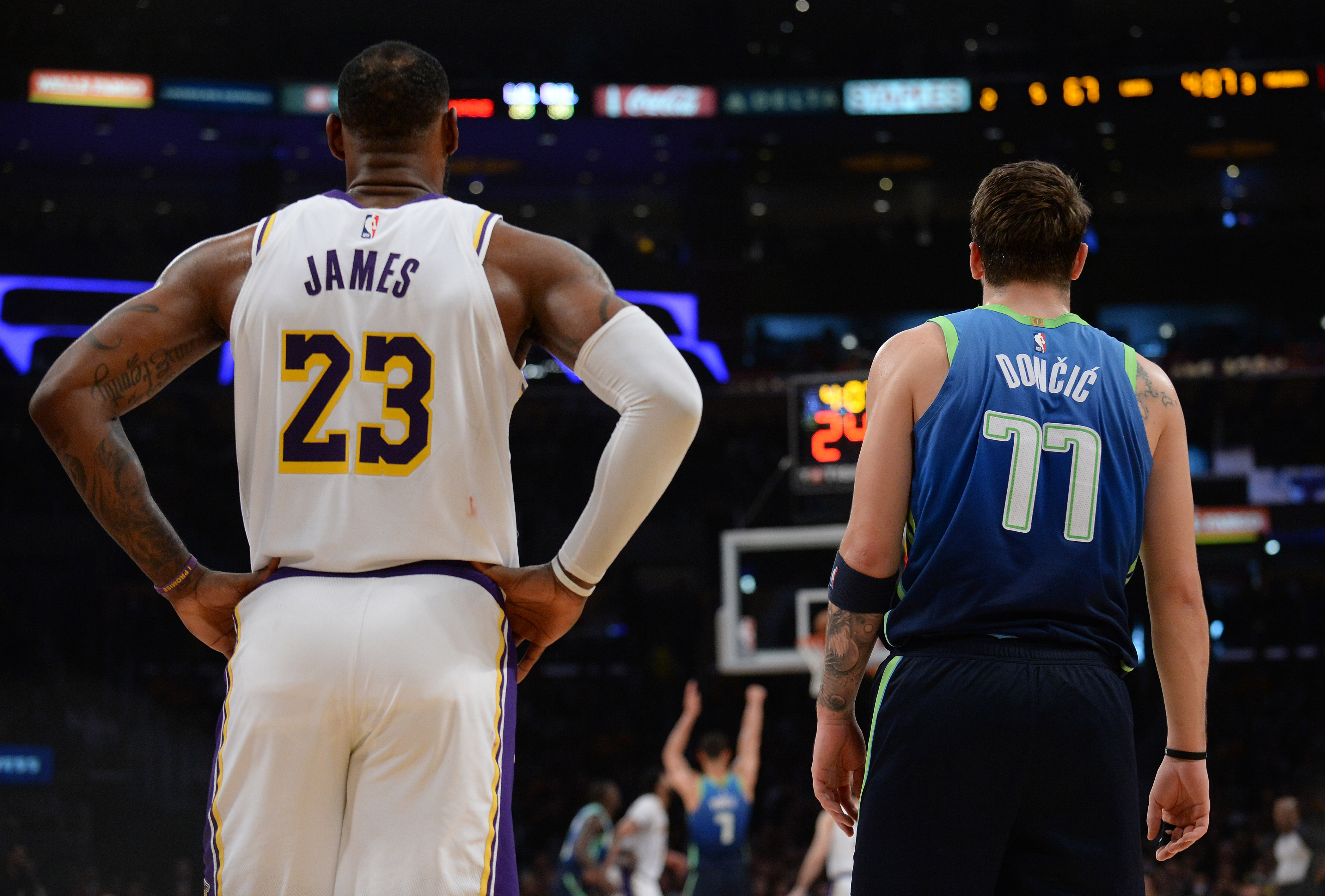 "NBA: Η τρίποντη ""απάντηση"" του Ντόνσιτς στον Λεμπρόν (video)"
