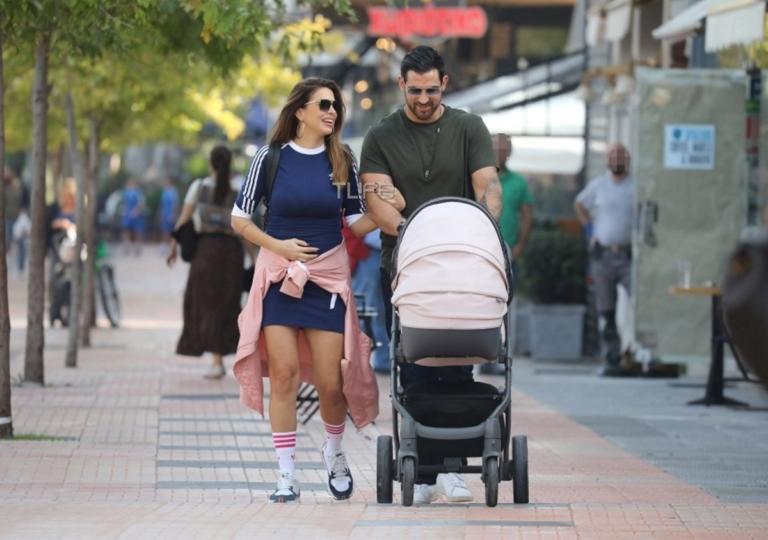 Ελένη Χατζίδου – Ετεοκλής Παύλου: Bόλτα με την τριών μηνών κόρη τους! Φωτογραφίες