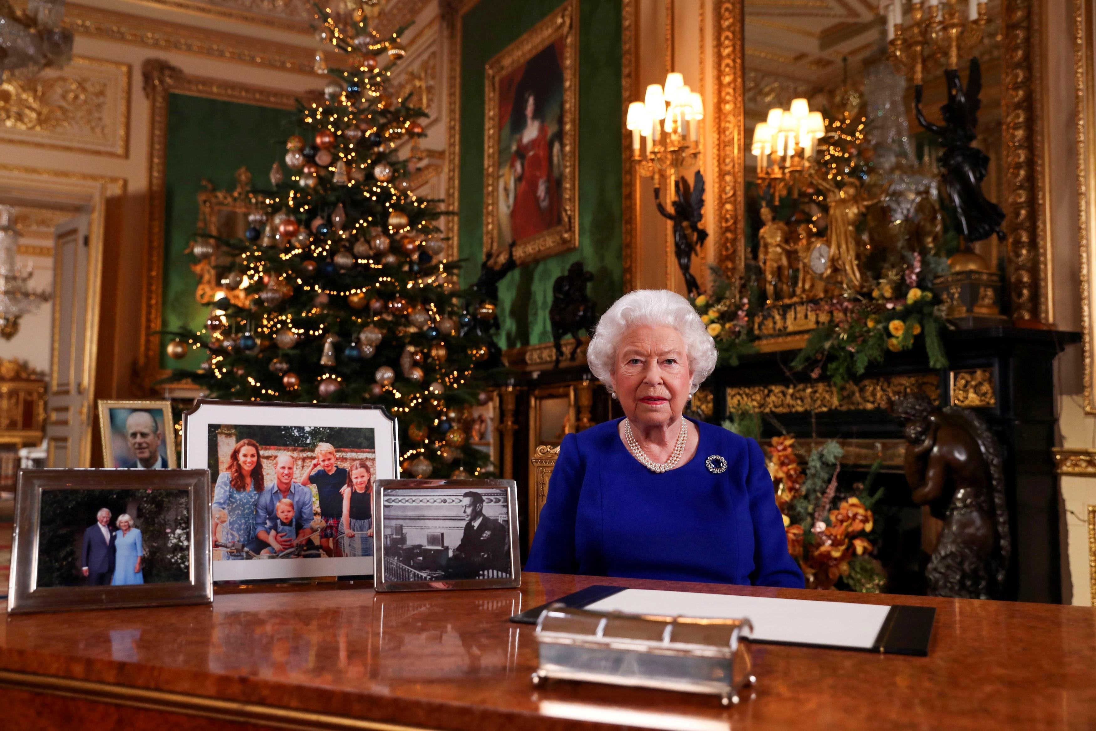 """Ελισάβετ: """"Έδειξε"""" Μέγκαν και Τούνμπεργκ στο χριστουγεννιάτικο μήνυμά της"""