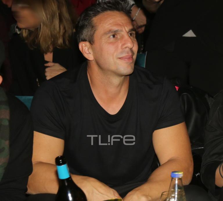 Ο γοητευτικός άντρας της φωτογραφίας είναι σύντροφος Ελληνίδας τραγουδίστριας!