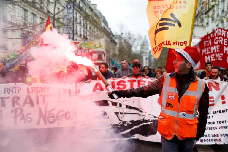 Γαλλία: Συγκρούσεις και χάος στην σκιά της απεργίας