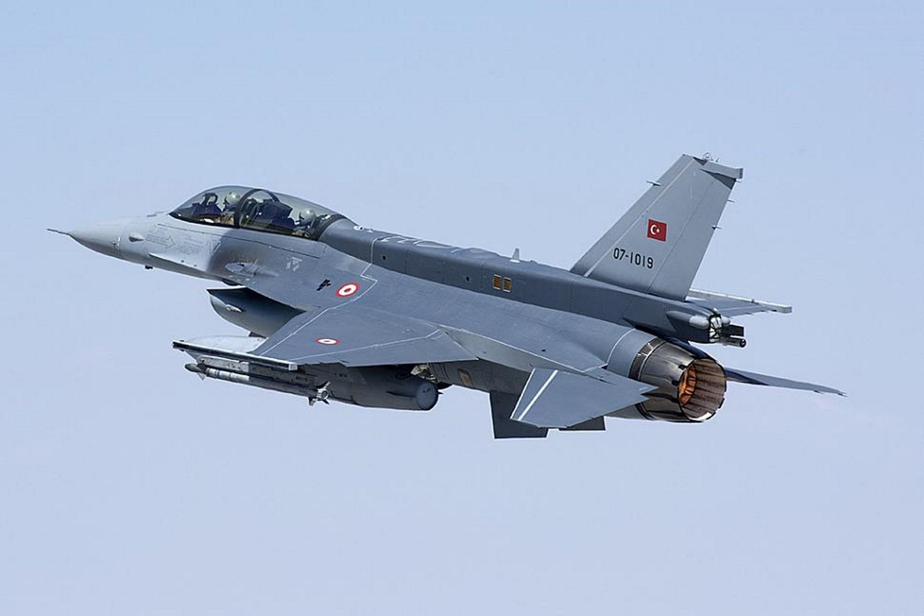 """""""Χτυπούν"""" σε θάλασσα και αέρα! Τουρκικά μαχητικά πέταξαν πάνω από ελληνικό νησί"""
