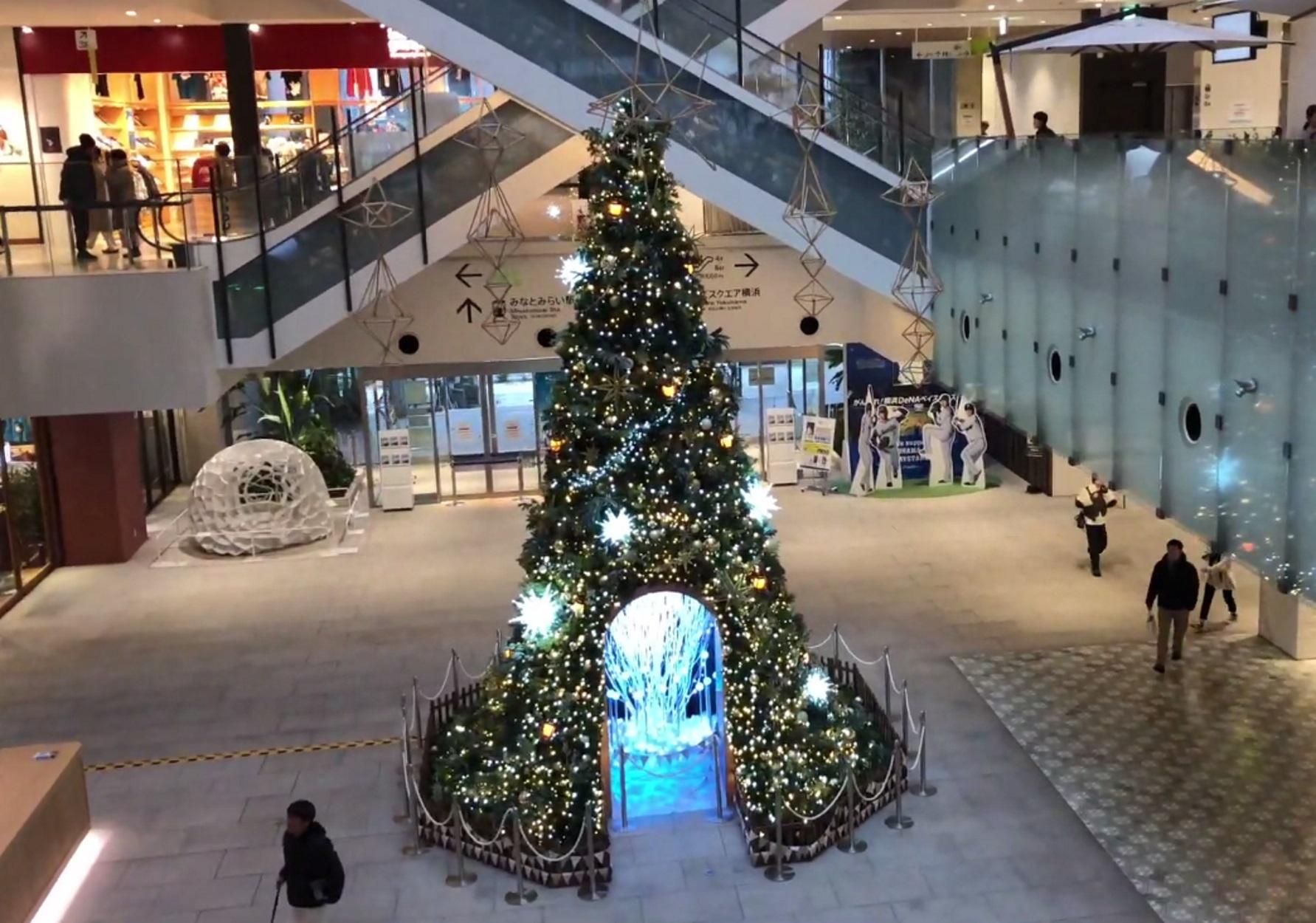 Ιαπωνία: Ρεκόρ Γκίνες για χριστουγεννιάτικο δέντρο με 51.626 κάρτες ευχών!