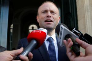 Μάλτα: Το Ευρωπαϊκό Κοινοβούλιο καλεί τον πρωθυπουργό Μουσκάτ να παραιτηθεί
