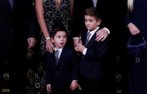 """Μέσι: """"Τρελάθηκαν"""" οι γιοι του στην απονομή της """"Χρυσής Μπάλας""""! video"""