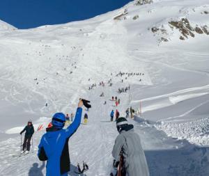 Χιονοστιβάδες χτύπησαν χιονοδρομικά θέρετρα στην Αυστρία και την Ελβετία