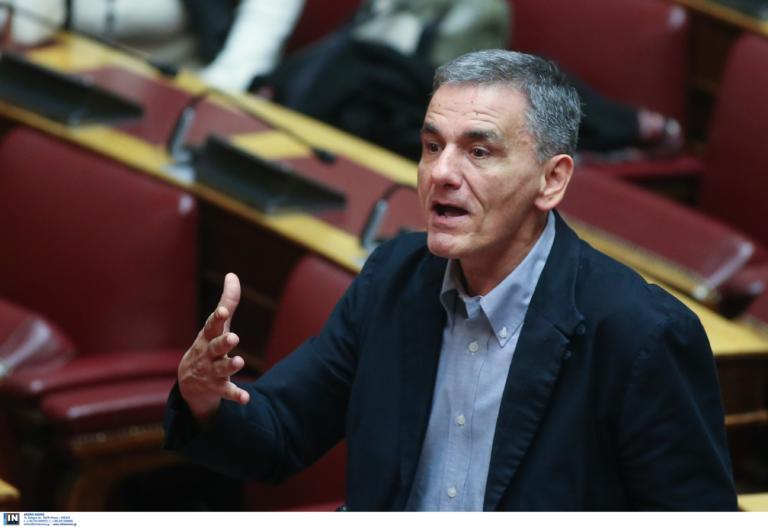 Ο Τσακαλώτος (ξανά) διαφωνεί με Πολάκη: Δεν γονατίσαμε εμείς τη μεσαία τάξη