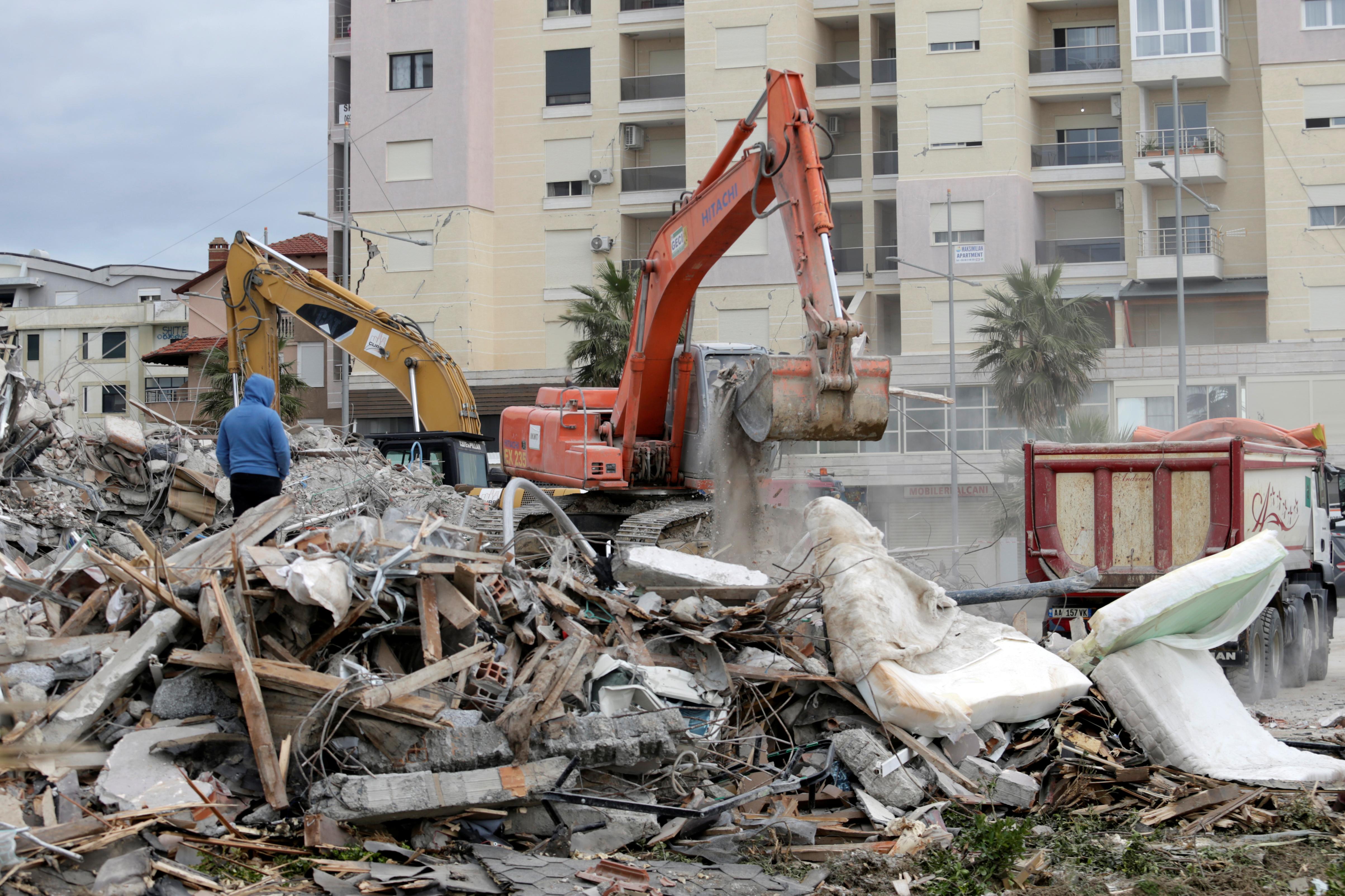Εννιά συλλήψεις στο Δυρράχιο για τις εγκληματικές ελλείψεις στην ασφάλεια των κτιρίων