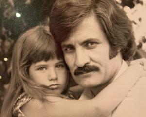 Οι τρυφερές φωτογραφίες που ανέβασε η Τζένιφερ Άνιστον με τον Έλληνα μπαμπά της