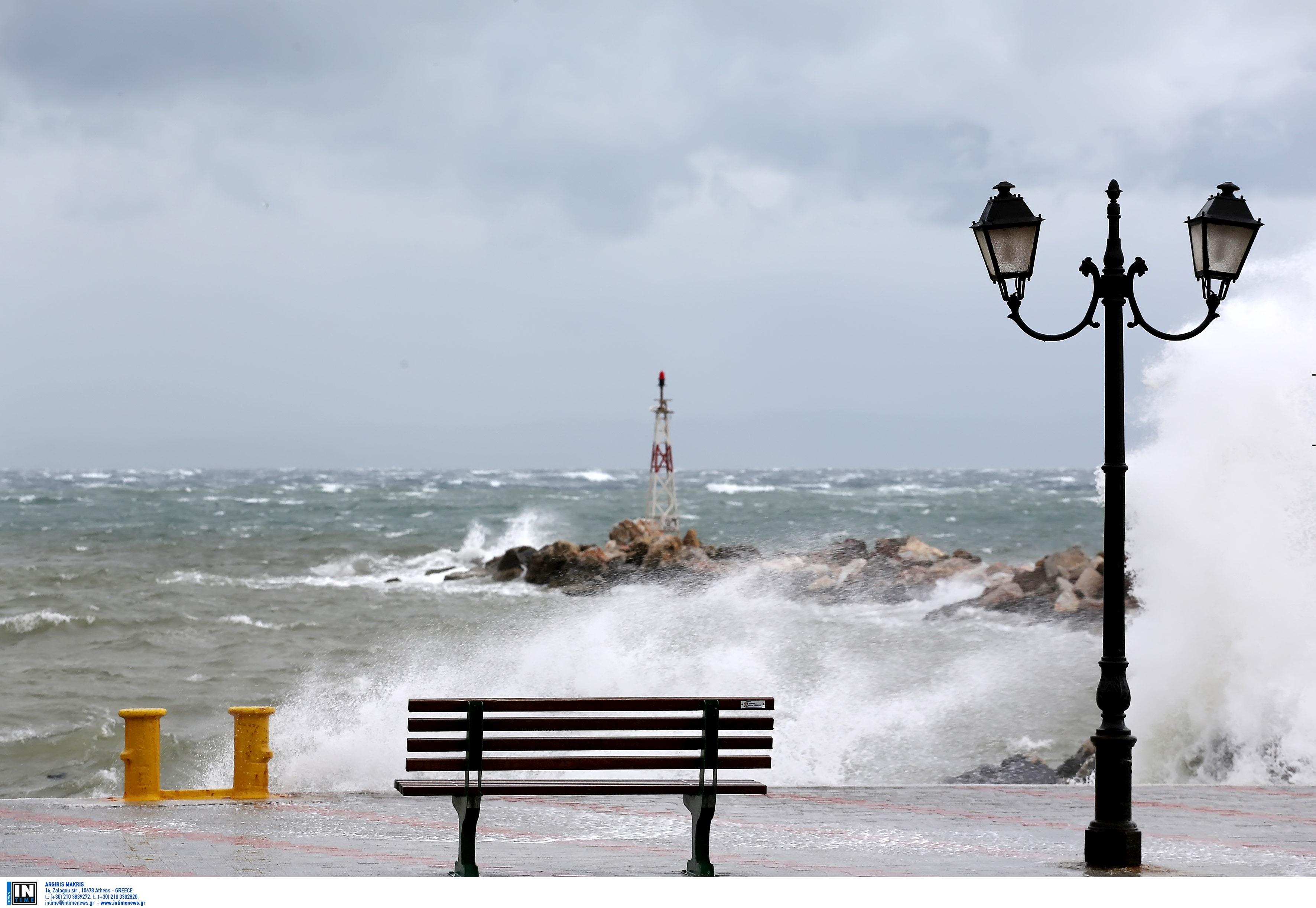 Απαγορευτικό: Προβλήματα σε θάλασσα και αέρα στο Ηράκλειο