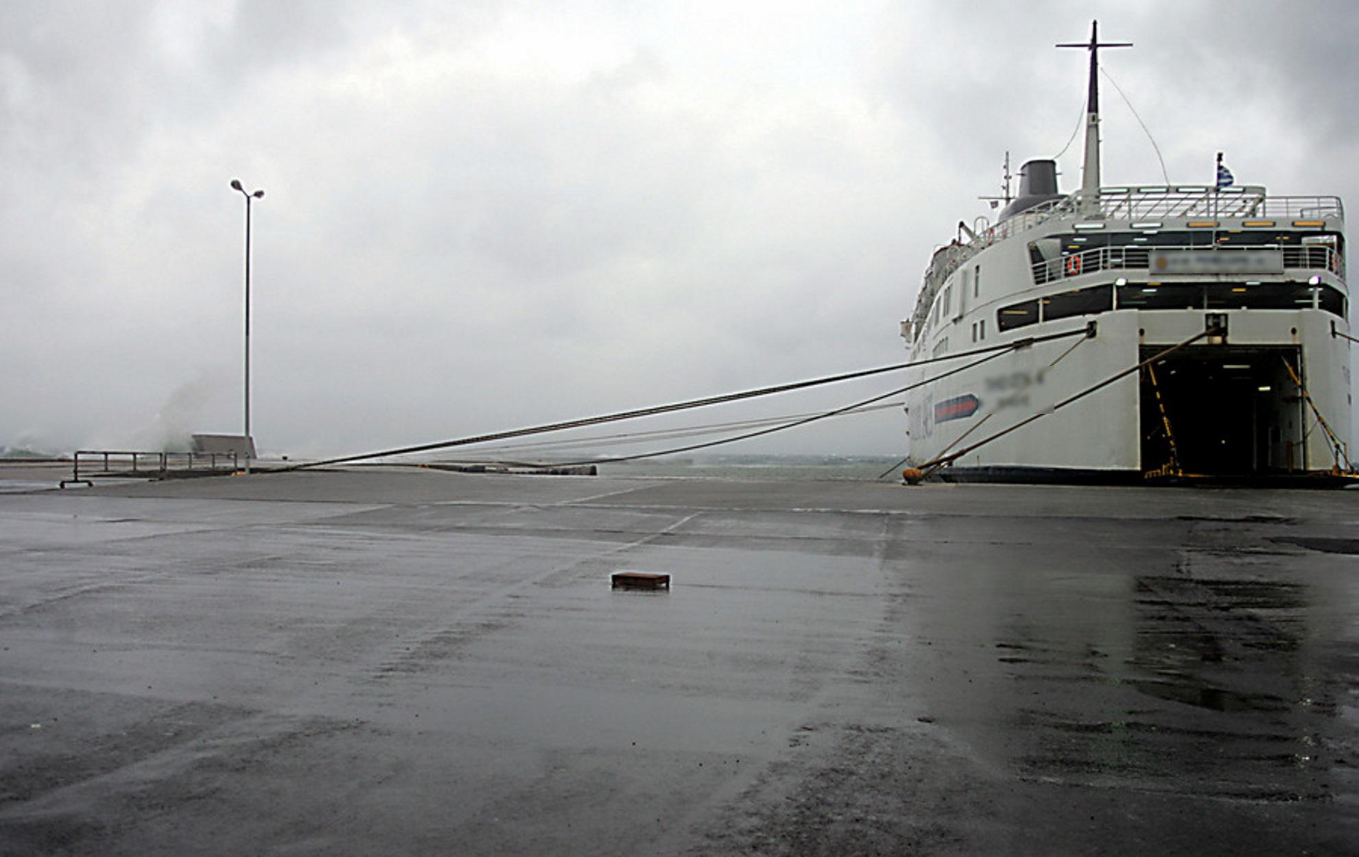 Άγκυρα ρίχνουν τα πλοία - Θυελλώδεις άνεμοι 9 μποφόρ και απαγορευτικό απόπλου στο Ιόνιο, αργότερα και στο Αιγαίο!