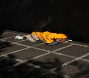 Μέτρα για να προστατευτούν οι άστεγοι από το τσουχτερό κρύο