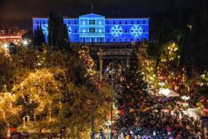 Άναψε το χριστουγεννιάτικο δέντρο στην Αθήνα! Η βροχή δεν χάλασε την γιορτή [pics]