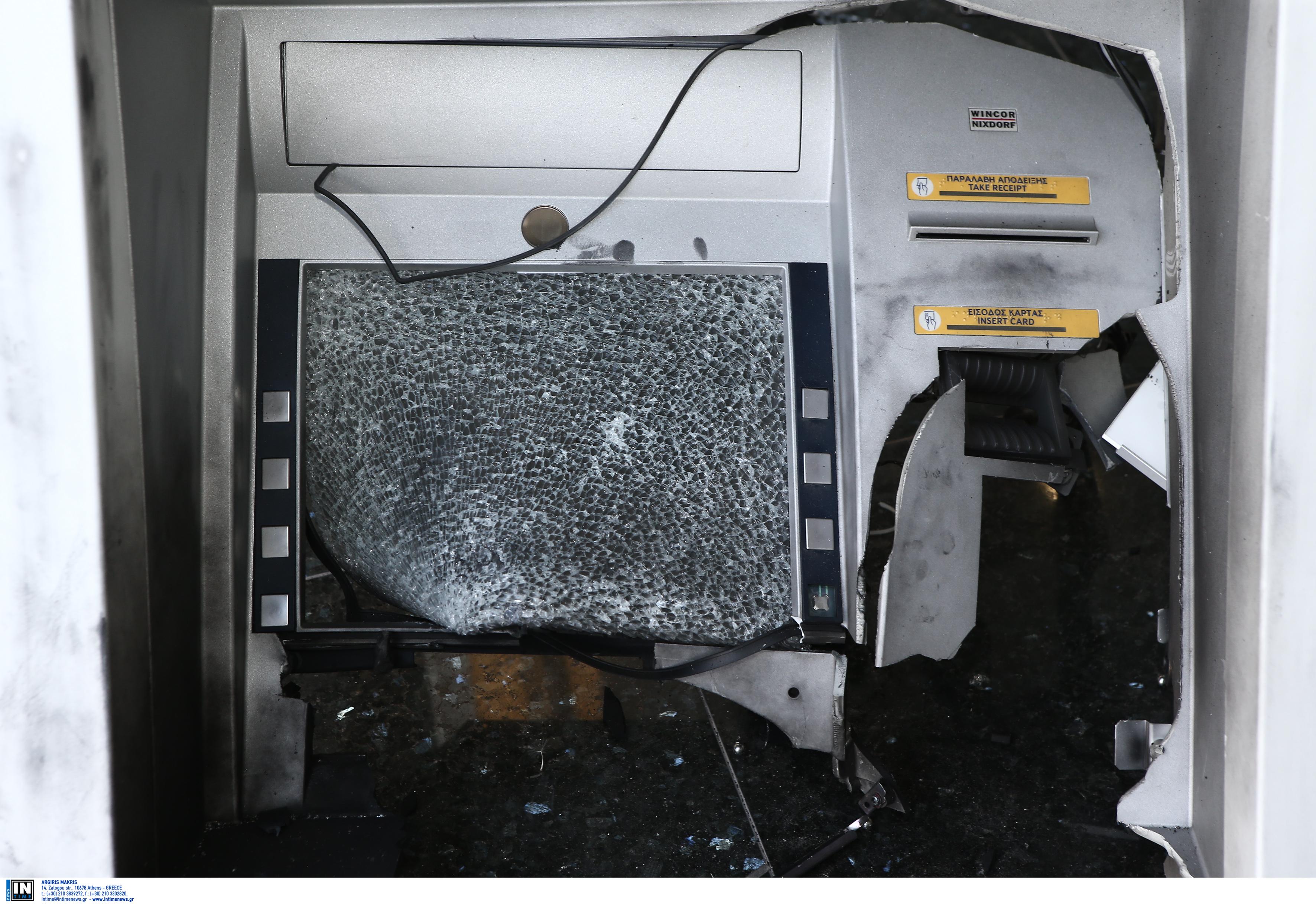 Πάτρα: Καταδρομικές επιθέσεις σε τράπεζες και κτίριο που στεγάζει υπηρεσίες του υπουργείου δικαιοσύνης (Φωτό)