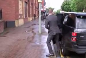 Σάλος με Μπέκαμ στο Λονδίνο! Πάρκαρε παράνομα την πανάκριβη Mercedes του (pics)