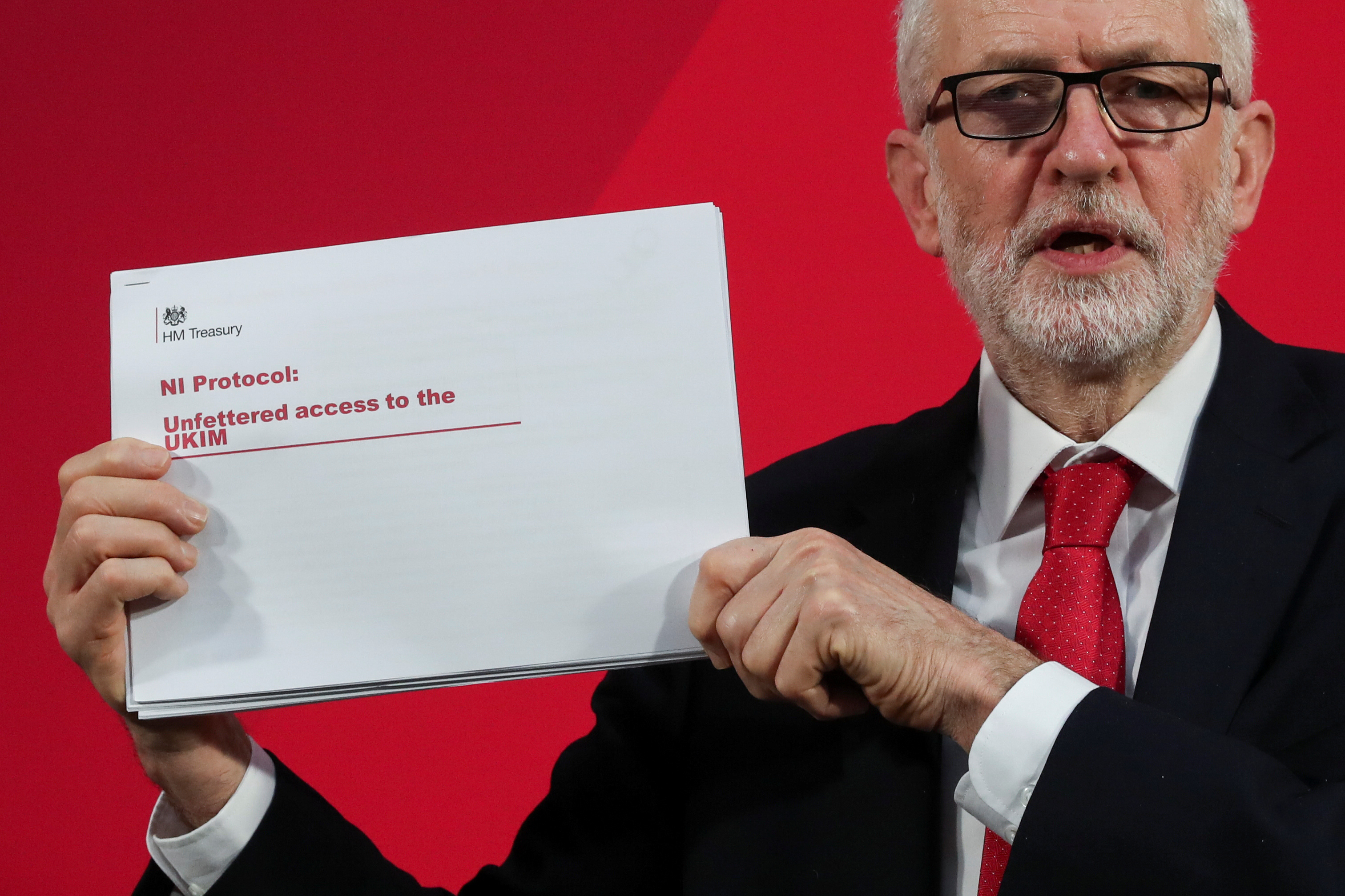 "Brexit: Έγγραφο που ""καίει"" τον Τζόνσον για την Βόρεια Ιρλανδία παρουσίασε ο Κόρμπιν"