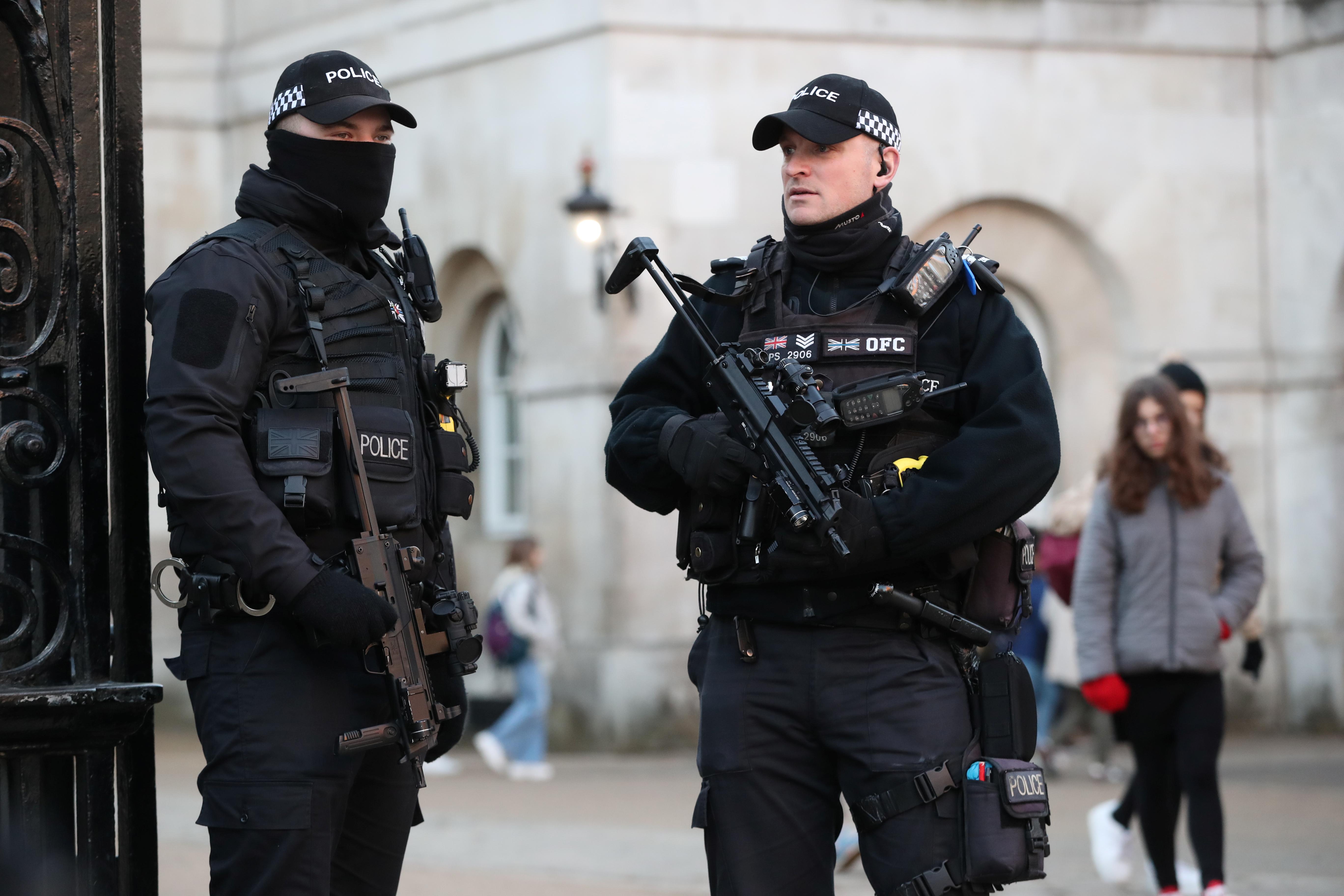 Βρετανία: Στο εδώλιο δυο αστυνομικοί – Έβγαλαν σέλφι με φόντο πτώματα δολοφονίας