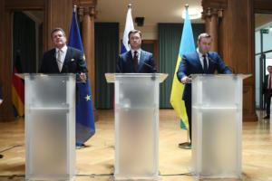 """Η Μόσχα, το Κίεβο και οι Βρυξέλλες έκλεισαν νέα συμφωνία """"επί της αρχής"""" για το αέριο"""