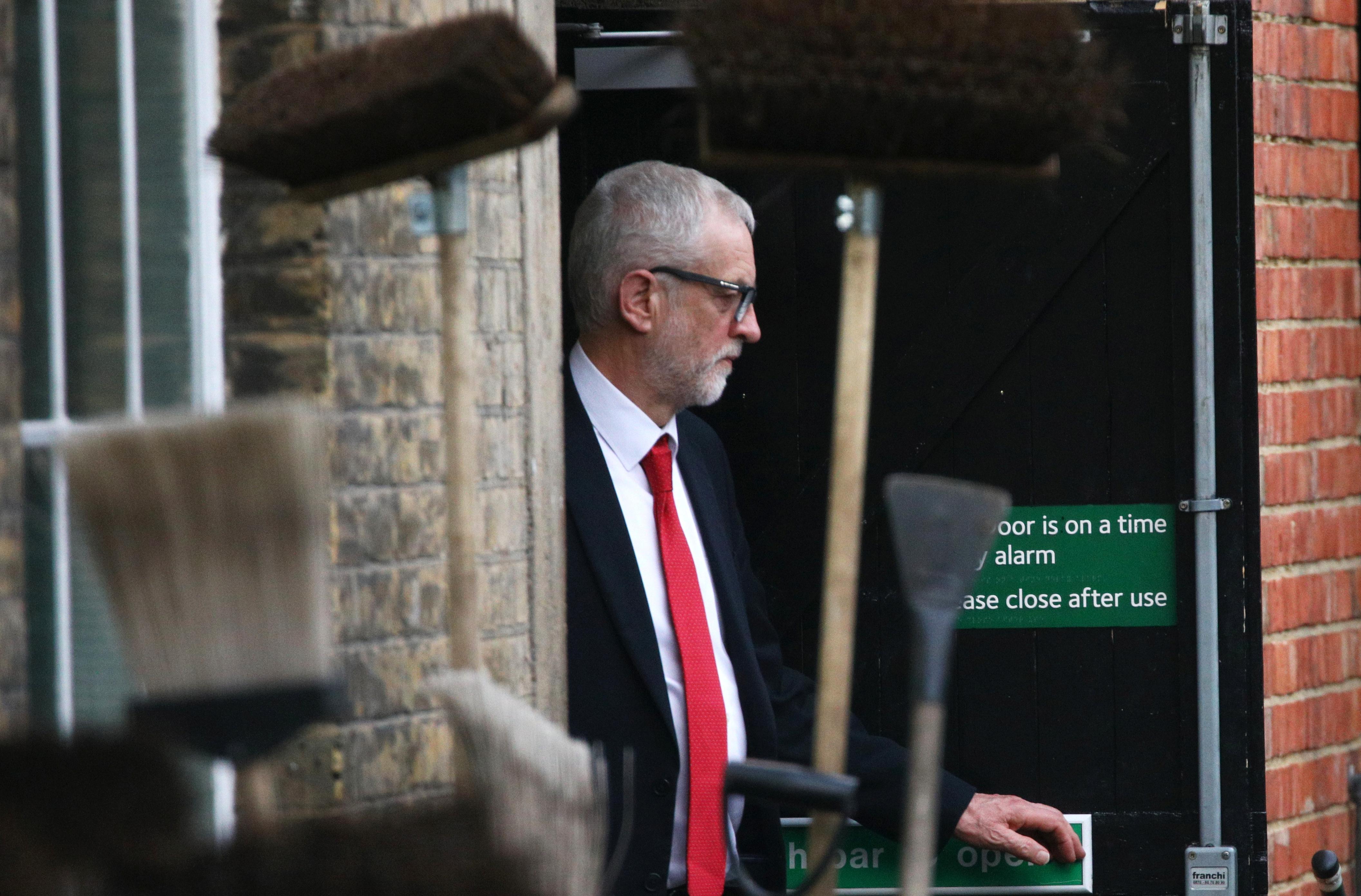 Εκλογές στη Βρετανία: Οι Εργατικοί αναζητούν τα αίτια της ήττας τους