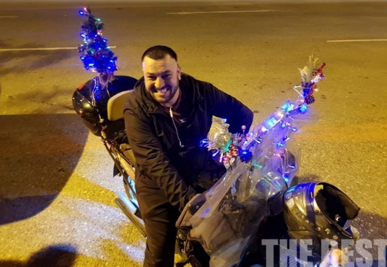 Πάτρα: Αυτός είναι ο πιο… γιορτινός ντελιβεράς ολόκληρης της χώρας!