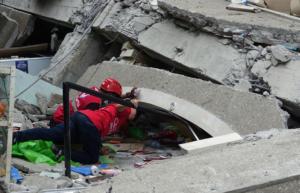 Φιλιππίνες: Ψάχνουν επιζώντες στα ερείπια εμπορικού που κατέρρευσε από το σεισμό