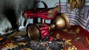 Χίος: Μπήκαν στην εκκλησία και έβαλαν φωτιά στην Αγία Τράπεζα [pic, video]