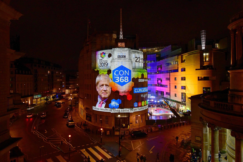 Εκλογές στη Βρετανία: Καταιγιστική νίκη Τζόνσον δίνουν τα exit poll
