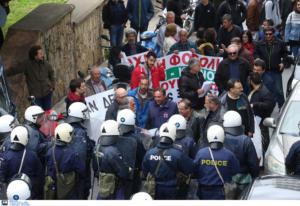 Ηράκλειο: Ένταση και μάχες αγροτών με αστυνομικούς! Μέσα ο Βορίδης και έξω επεισόδια [pics]
