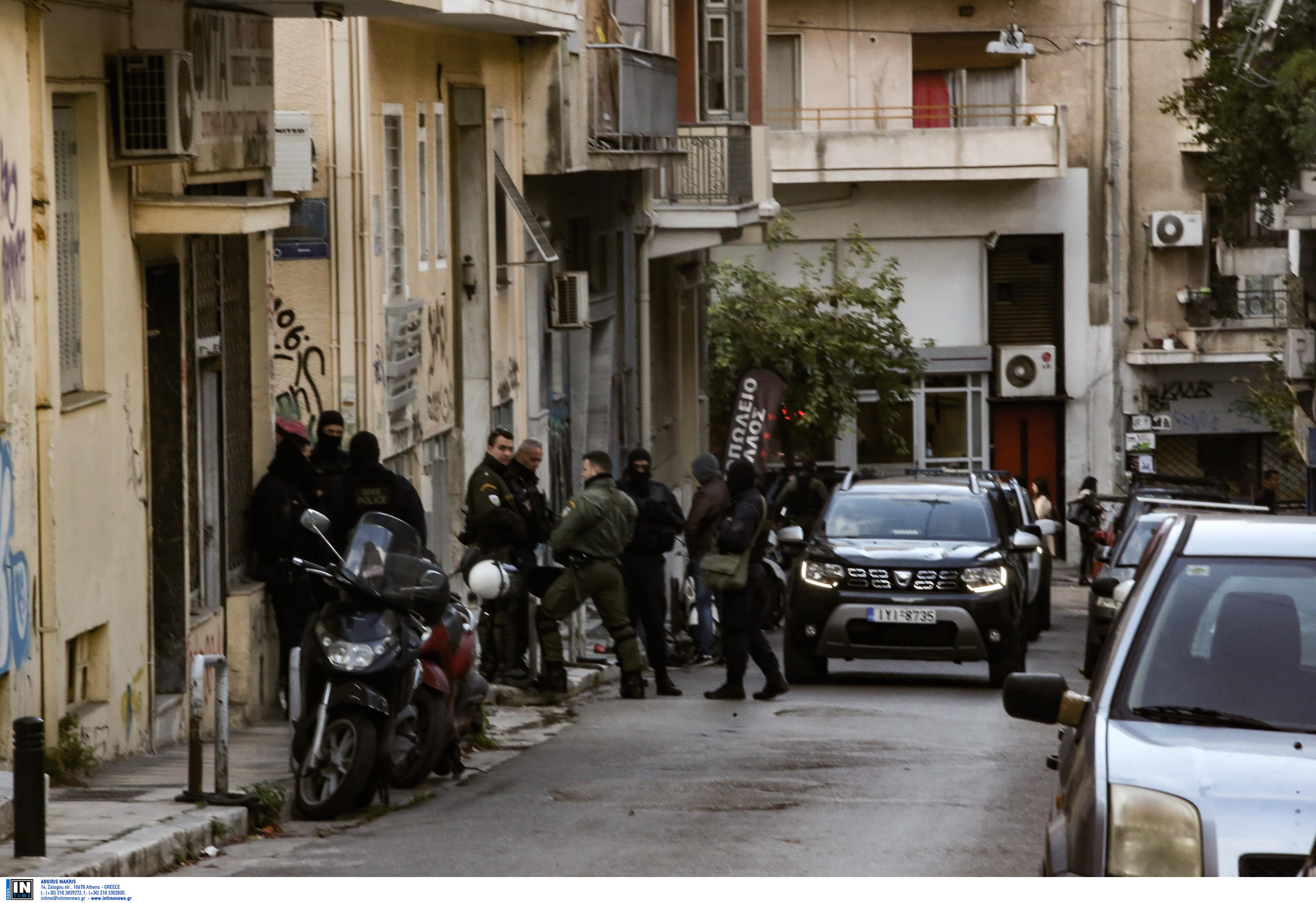 """Η καταδίωξη ενός… ταξί """"οδήγησε"""" στην έρευνα για ναρκωτικά στα Εξάρχεια"""