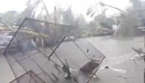 Φιλιππίνες: Τρεις νεκροί από το φονικό χτύπημα του τυφώνα Καμούρι [video]
